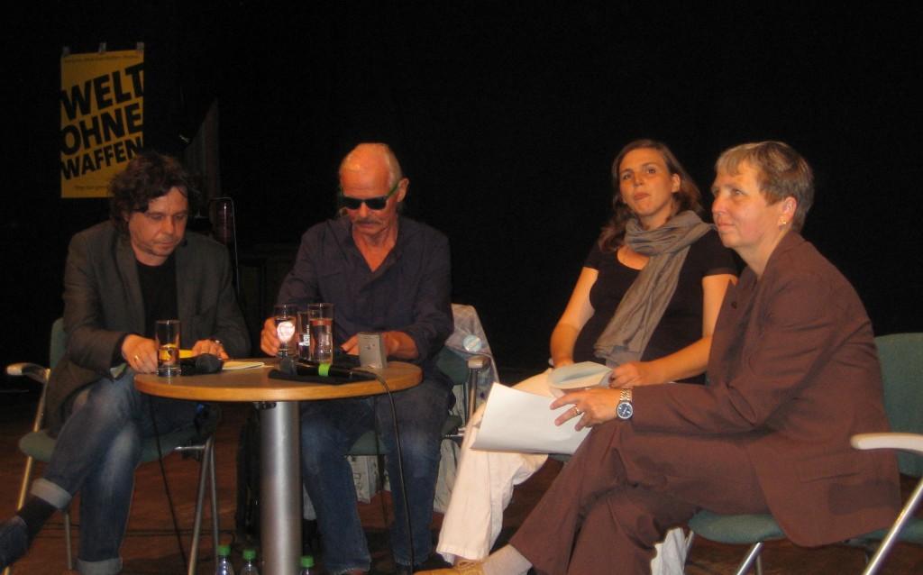 Auf dem Podium: Robert Zion, Prof. Dr. Olaf Weber, Franzisca Braun, Dr. Christine Schweitzer